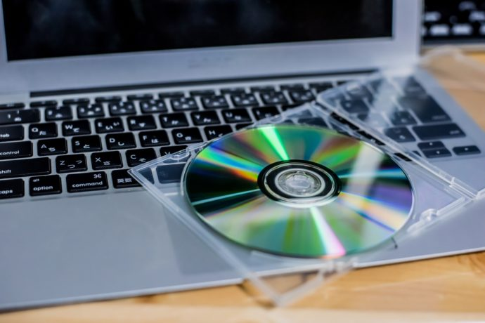 企業が保有するCDやDVDからデジタルデータを利用したネット配信が増えている理由